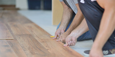 laminate-floors-being-installed